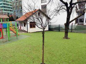 Postavljena umjetna trava na prostoru dječjeg vrtića u okviru Green Gold centra u Zagrebu