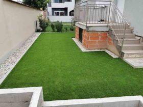 Umjetna trava je postavljena na pješčanu podlogu u dvorištu u Zagrebu3