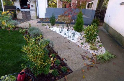 Vrt Sesvete sa vrtnom stazom od kuliranih betonskih ploča i cvjetnom gredicom završno