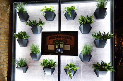 Zidna-slika-od-cvjetnih-modula-Herbadesign-sa-umjetnim-biljem