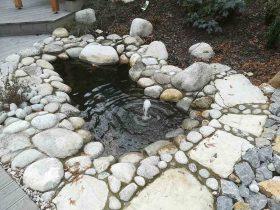 Vrtno jezerce sa vodoskokom, prirodnim kamenom i oblutcima, program Oase