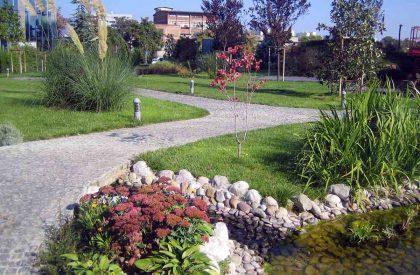 Kamene šetnjice po parku oko poslovnog objekta Green Gold u Zagrebu