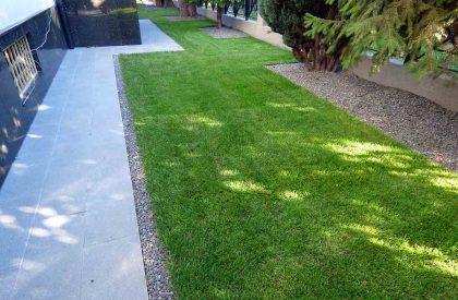 Vrt Dugave nakon uređenja travnim busenom i vrtnim rubnjacima Herbadesign