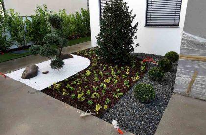 Vrtni graničnici Herbadesign za odvajanje malčiranih površina prilikom izrade cvjetnih gredica