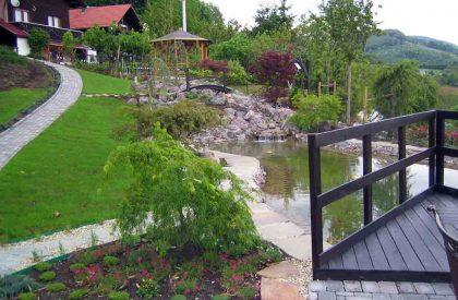 Vrtno jezerce u Hrvatskom zagorju, izrađeno od crnog pločastog prirodnog kamena